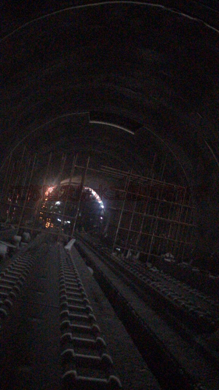 隧道二衬欠厚处理